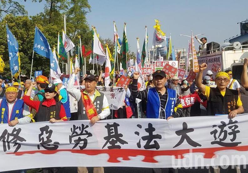 高雄勞工大遊行 3萬人上街頭反修勞基法