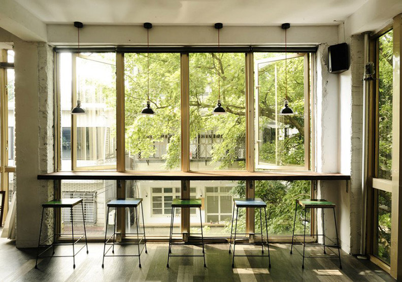 陽光恣意灑落!三間從老屋、廢墟變身玻璃屋的風格咖啡餐館