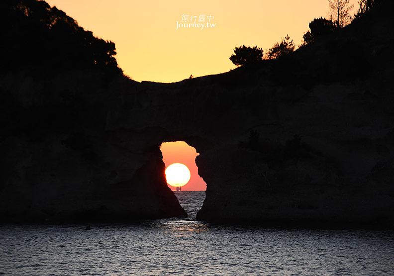 日本和歌山、白浜|圓月島・落入海蝕洞的絕美夕陽