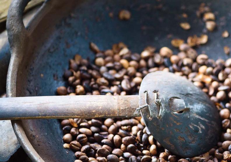 在家用烤箱或平底鍋烘焙咖啡豆