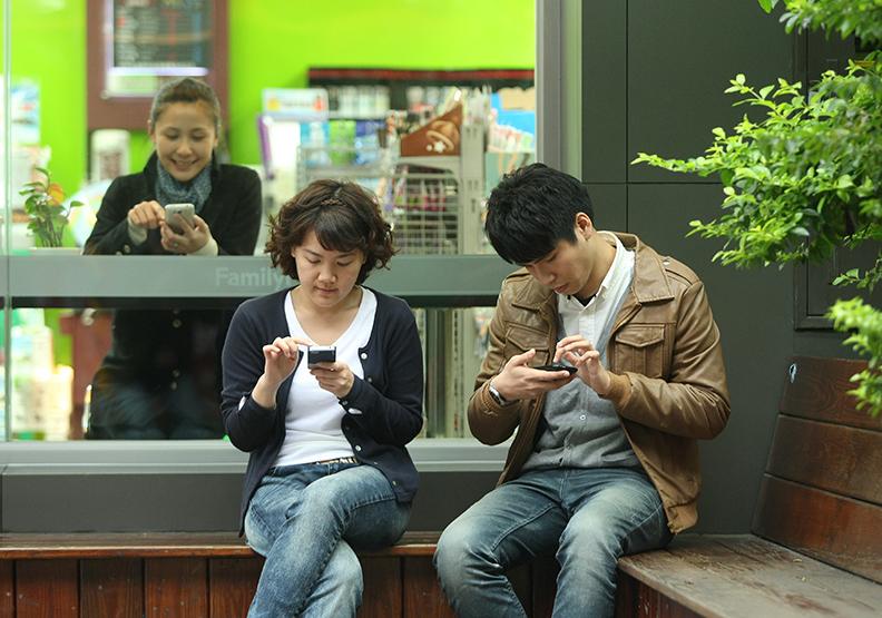 滑臉書就是讀書 「指尖」閱讀世代來勢洶洶!