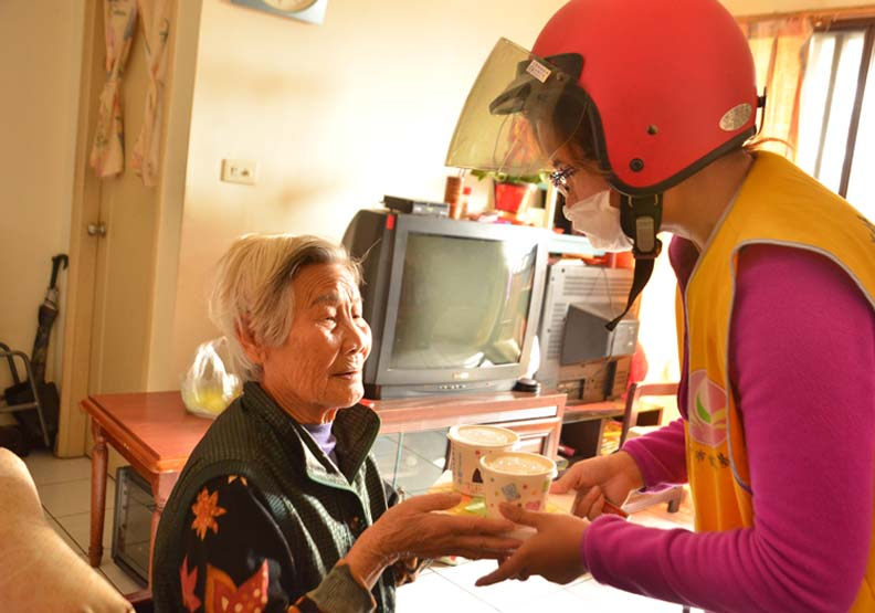 不僅是獨居老人的一餐,更是關懷與溫暖