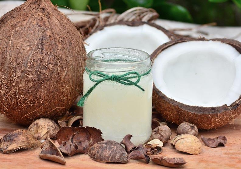 將椰子油抹在麵包上食用?這樣不是生酮飲食!