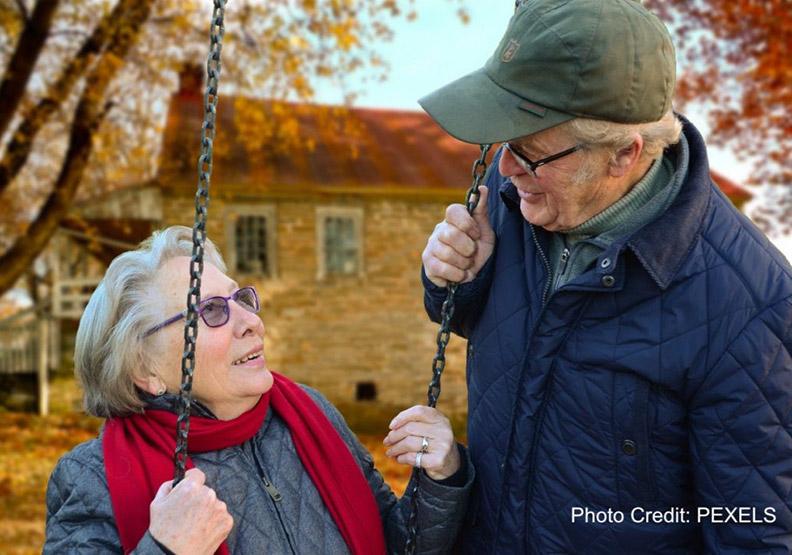 記者貢獻專業做愛心:寫失智者的小故事給照顧者