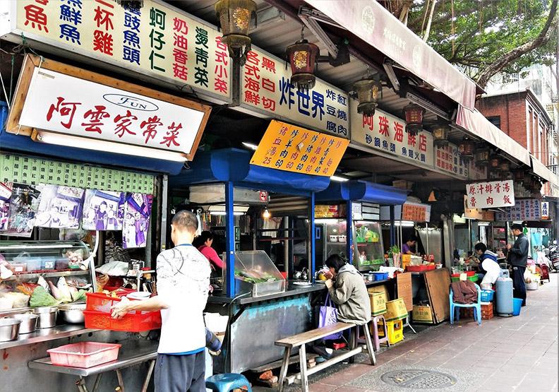 台北食記:廟埕前的排骨湯