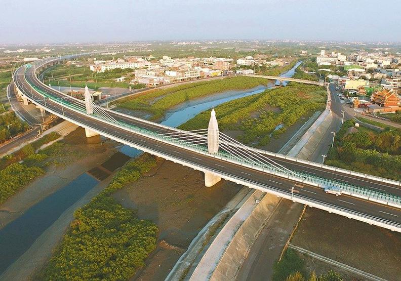 西濱快速路蓋30年未完工 最快完工再8年