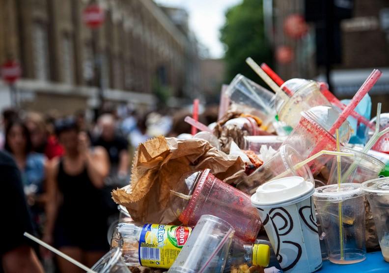 為什麼要用塑膠吸管?你只是吸進了更多罪惡