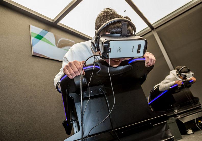 5G、機器人、無人車秀 一次帶你飆進未來