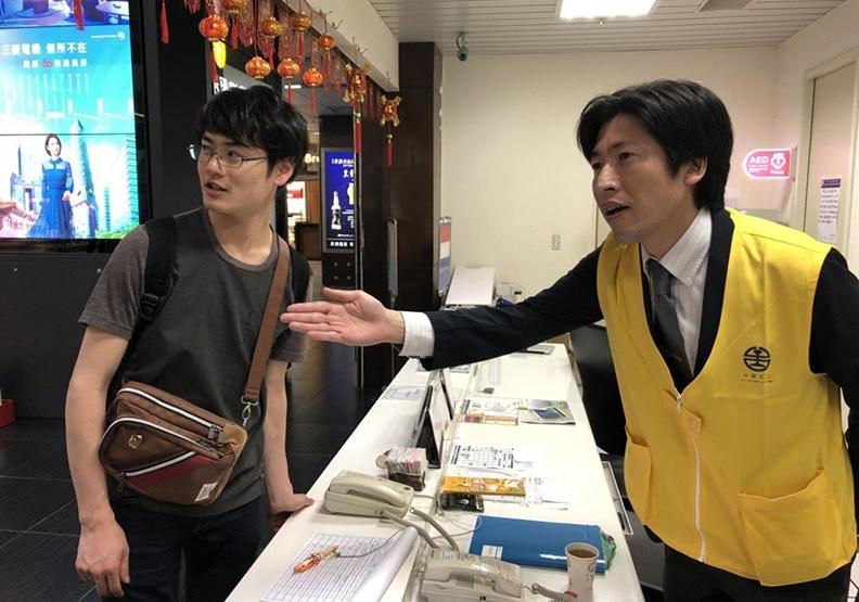東京地鐵司機自願來台 手繪北車地圖當客服