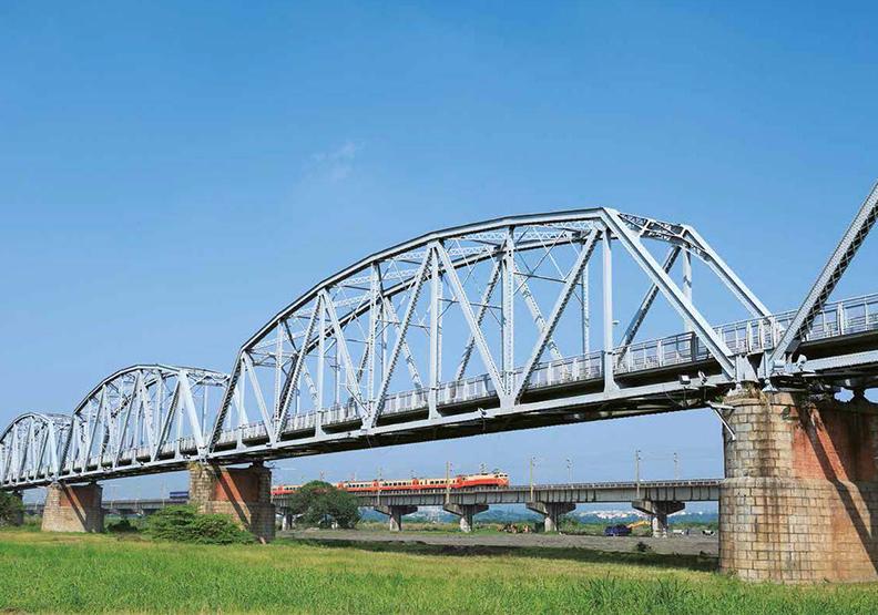 高屏舊鐵橋 相逢緩緩路
