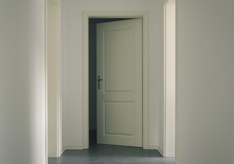 在家裡,你會鎖上房門嗎?