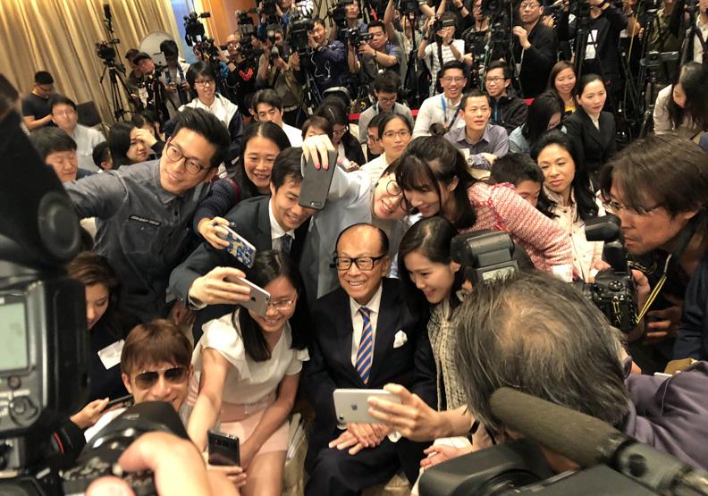 香港首富李嘉誠退休 兩個兒子繼承數兆台幣資產