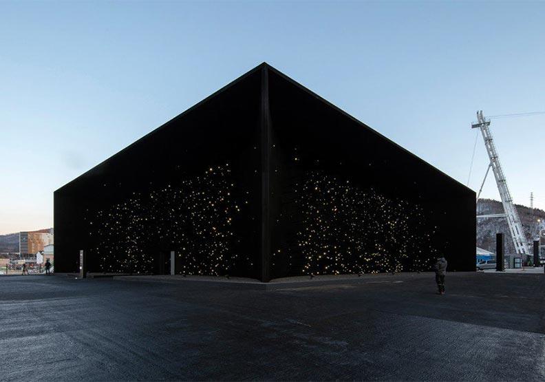 最黑暗的建築?英國建築新星設計的「空間裂縫」