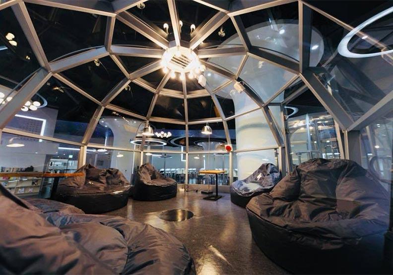 隱身市場裡的星空圖書館:新北林口東勢閱覽室