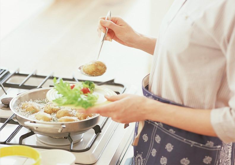 做飯這麼麻煩,年輕人還會進廚房嗎?