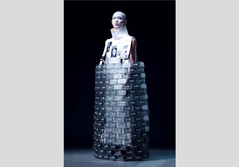 在未來,肉體不重要了!實踐大學Fashion Catwalk動態展演 實驗組首獎展現未來前衛時尚