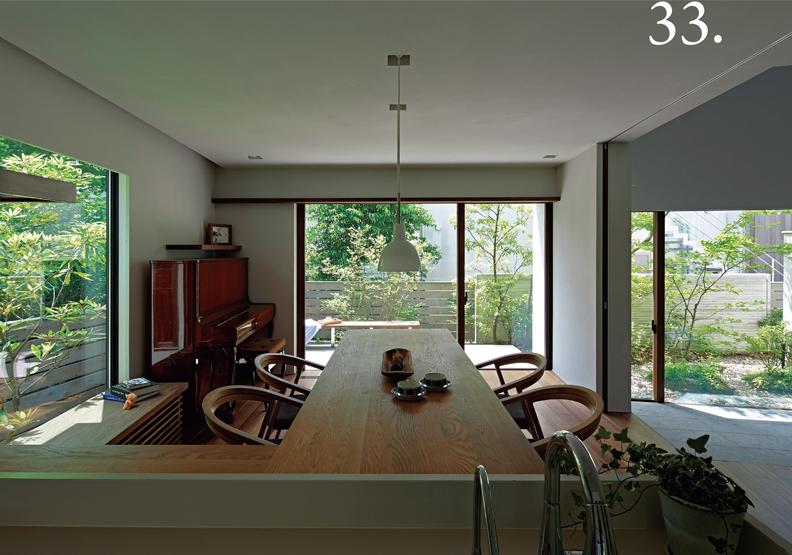與植物住一起:為每日使用的廚房提供美景