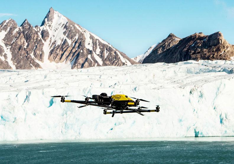 用無人機追蹤並保護鯨魚和北極熊