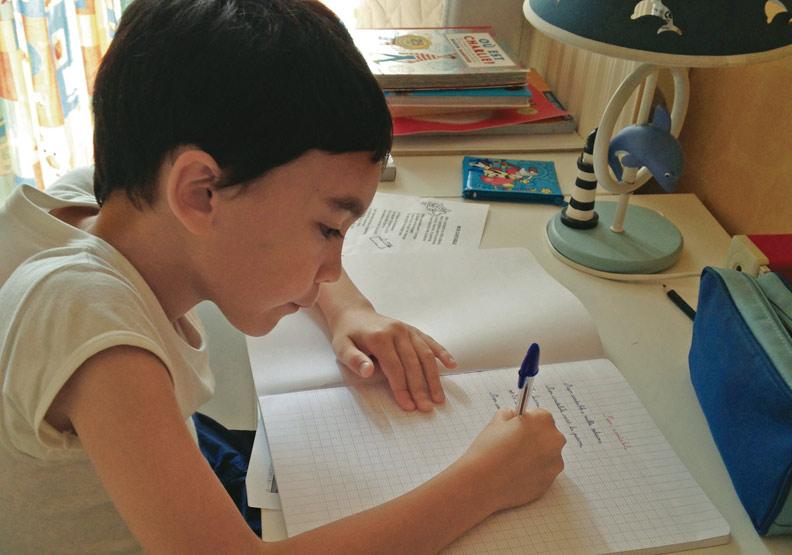 從規定用什麼筆看法國的國小教育
