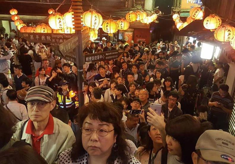 日客擠爆山城 旅台日人示警:2因素恐讓九份退燒