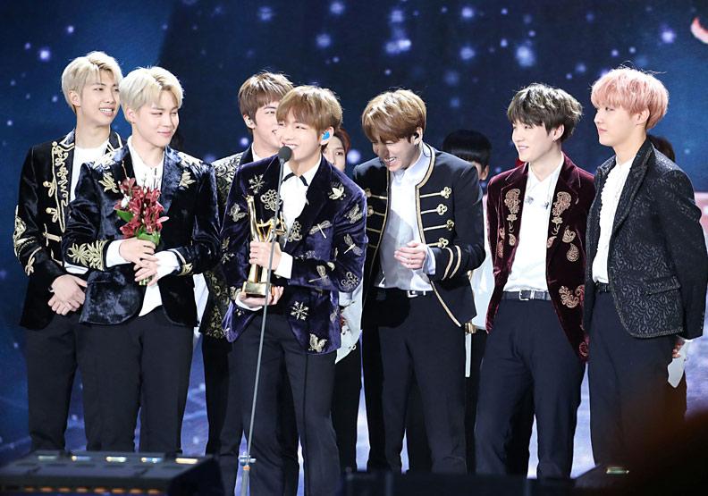 這支7人的韓團,憑什麼征服全球樂迷?