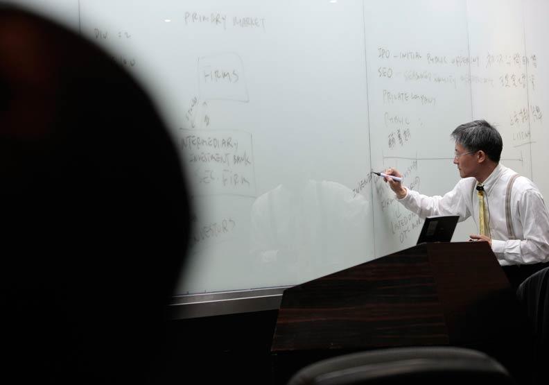教育部要求提高師生比 未必是教授高齡化解方