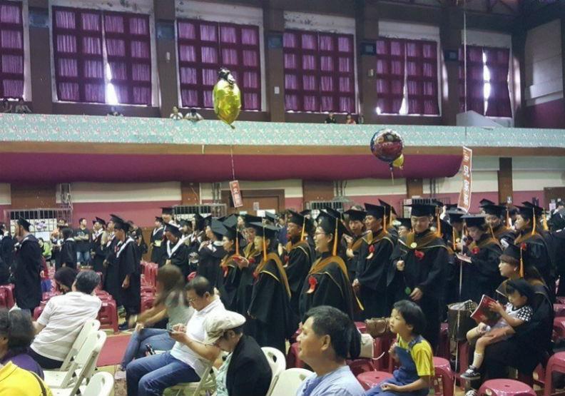 最後一場畢業典禮 師生、學校都一起「畢業」