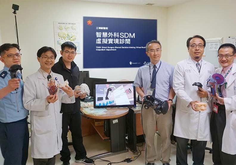 太酷了!醫師拿VR搖控器幫病人診斷