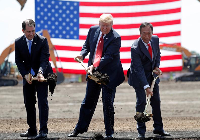 川普與郭台銘再度同台 郭:要把工作搬回美國