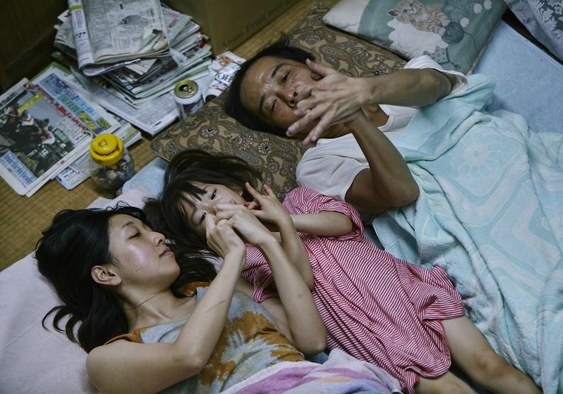 《小偷家族》:偷的是無奈,帶不走的,是人性羈絆