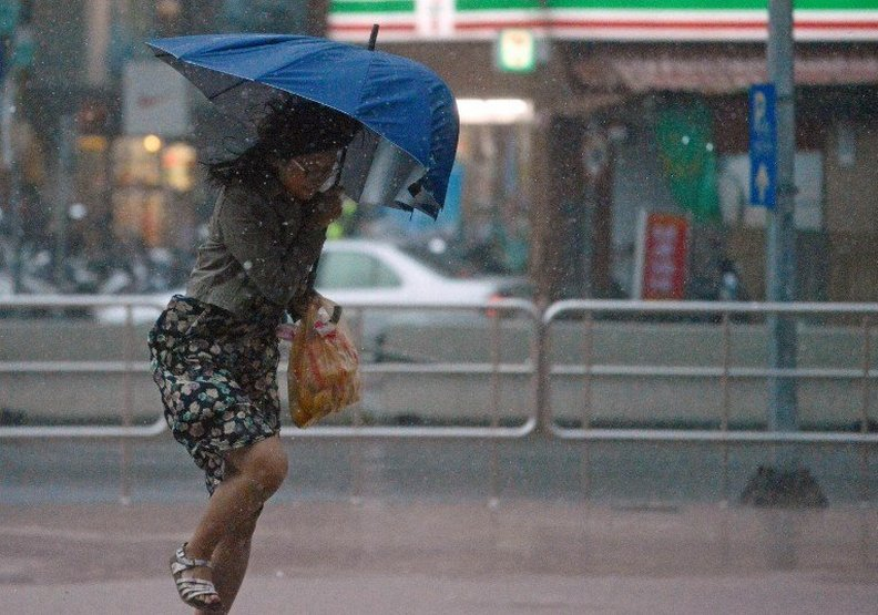 服務業的宿命?颱風假請不要再去逛大街