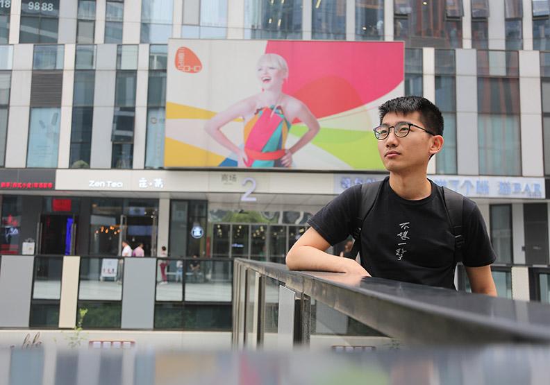 24歲菜鳥設計師  張家豪:來第一個月快死掉