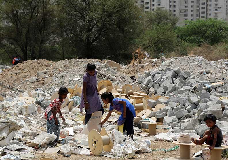 百萬貧民隱身精華區  「垃圾堆」小孩能翻轉命運?