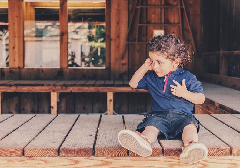 小心你的「天生反應」,無意中讓孩子不快樂