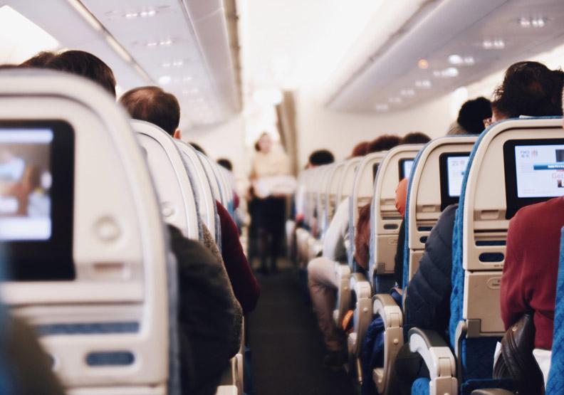 不提供影音娛樂的飛行旅程,乘客卻更高興!