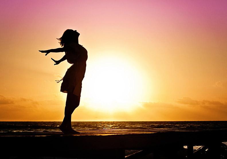 一定要幸福:保持快樂是我們應盡的義務?