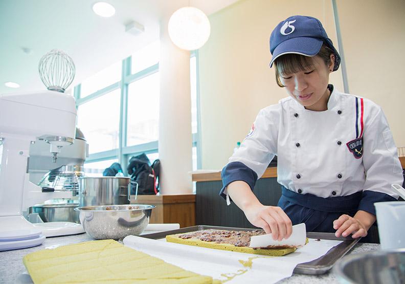 科技製造、食品零售  碩博士限定職缺最多