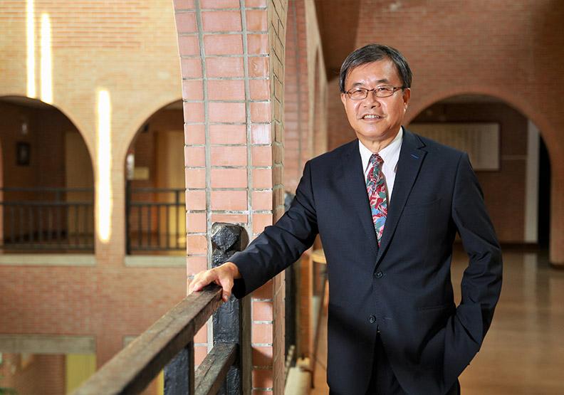 中山大學校長鄭英耀:除了取得新知識  還要學會團隊合作解題