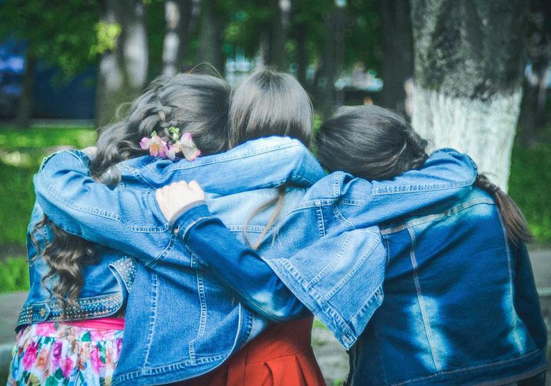 讓你更了解自己?真正的友誼其實很「矛盾」