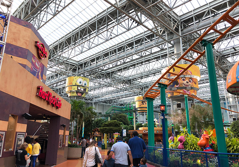 連水族館都有!搭輕軌見識美國最大購物中心