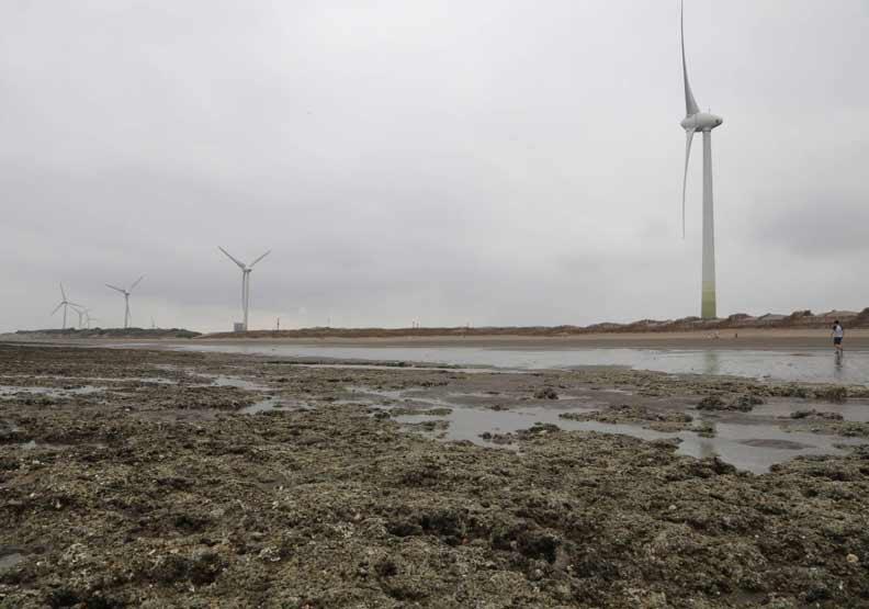 缺水以外,缺電問題可能漸漸浮現。政府以天然氣和再生能源為主的能源政策,可能因為「珍愛藻礁」事件必須有所改變。遠見陳之俊攝影