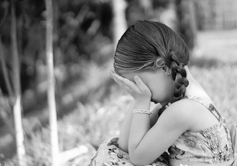 隱身童年背後的秘密:一輩子影響我們的「傷」