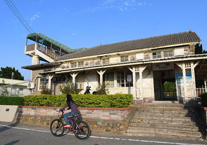 鐵道迷朝聖!「和洋」風混搭的新埔車站