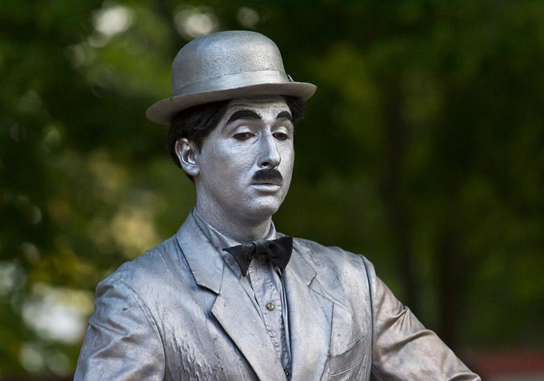 喜劇大師卓別林和希特勒的不解之「緣」