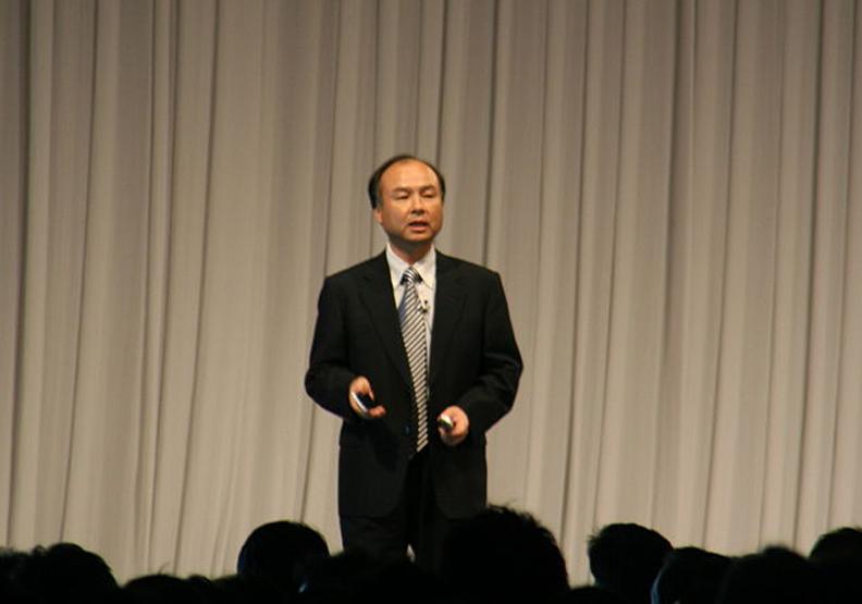 財產縮水90%到重回日本首富!他的成功關鍵在「做媒」