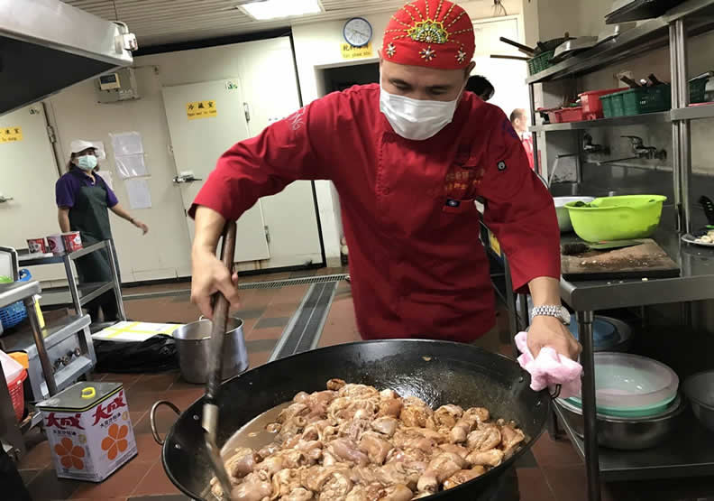 為偏鄉煮一桌法式料理  阿龍師用美食踏出改變的第一步