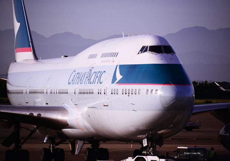 驚!國泰航空證實:用機上攝影機掌握乘客一舉一動