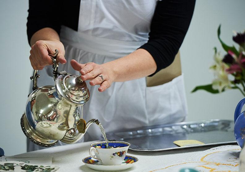 在家喝咖啡很怪?17世紀英國人的喝茶、咖啡哲學