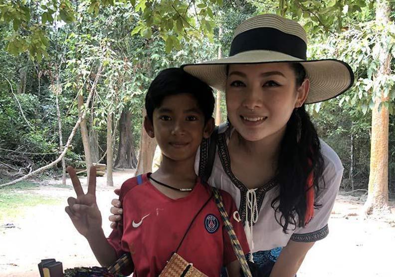 柬埔寨男孩用9國語言叫賣!稚嫩口音讓人想助他上學