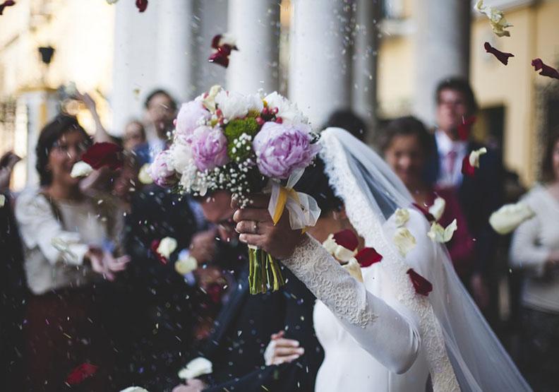 婚喪喜慶時別失禮了!如何用英語得體地祝福